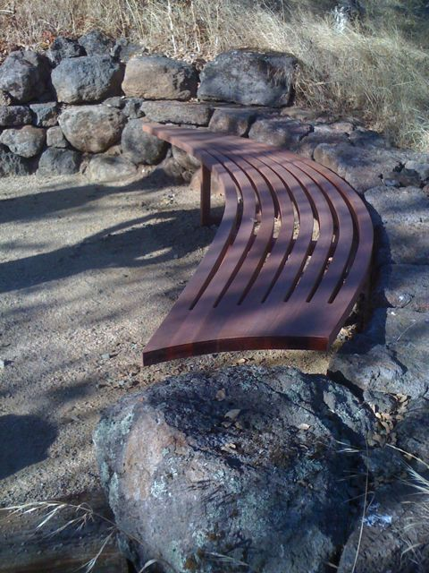 Puipia bench